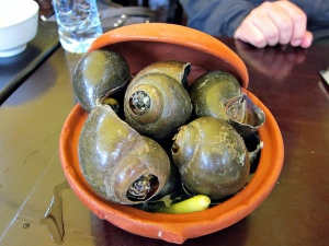 Steamed snails with lemongrass